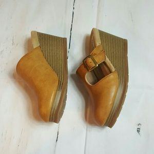 Cheeks Round Toe Wedges size 6
